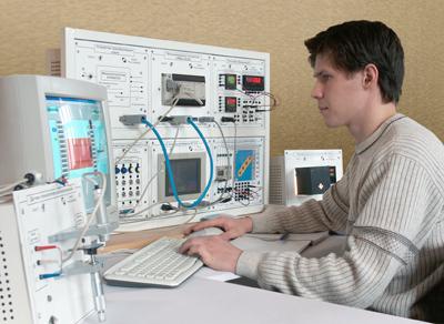Лабораторные стенды для изучения промышленных програмируемых контроллеров.
