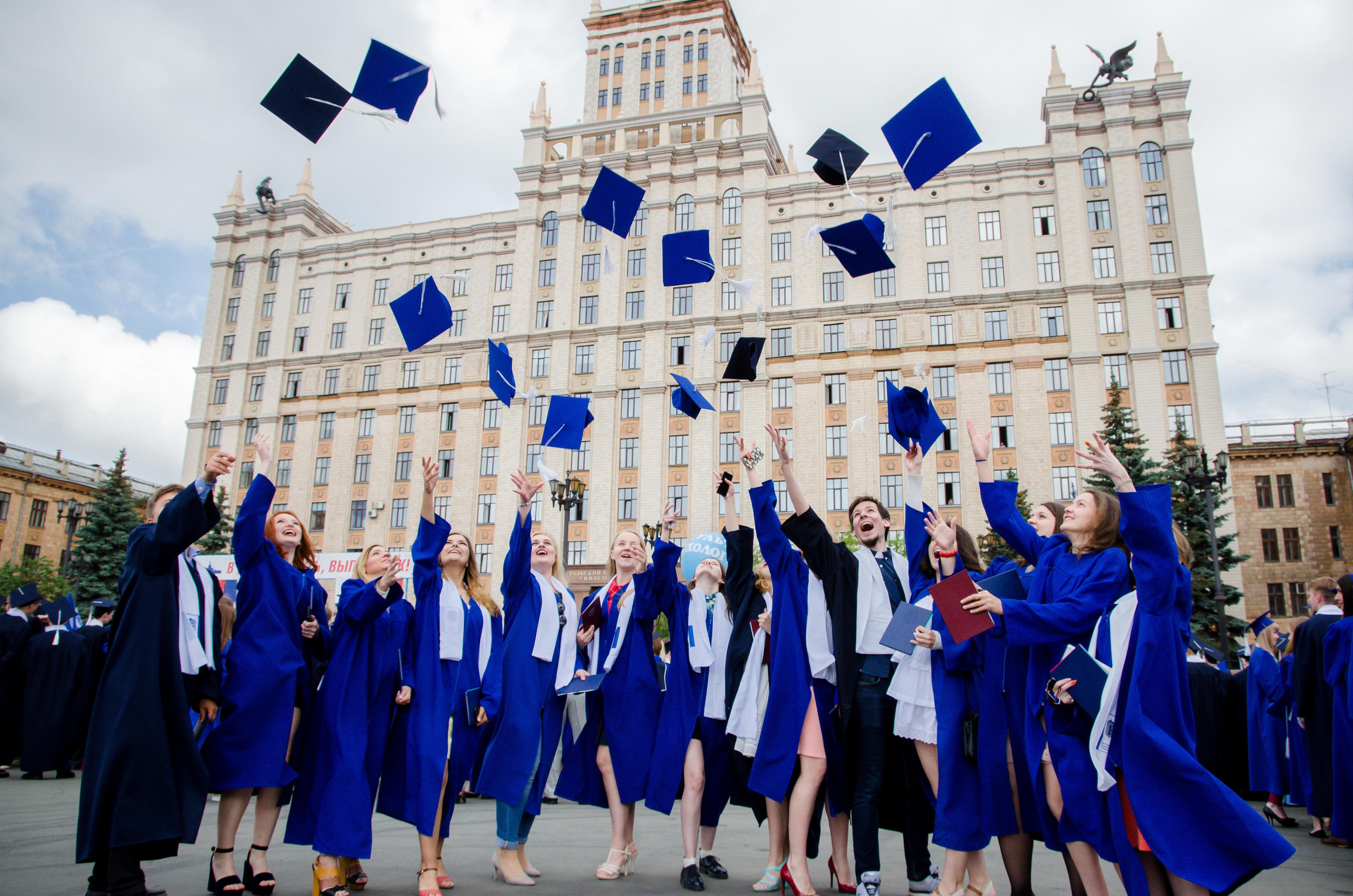 Картинки выпускников университета