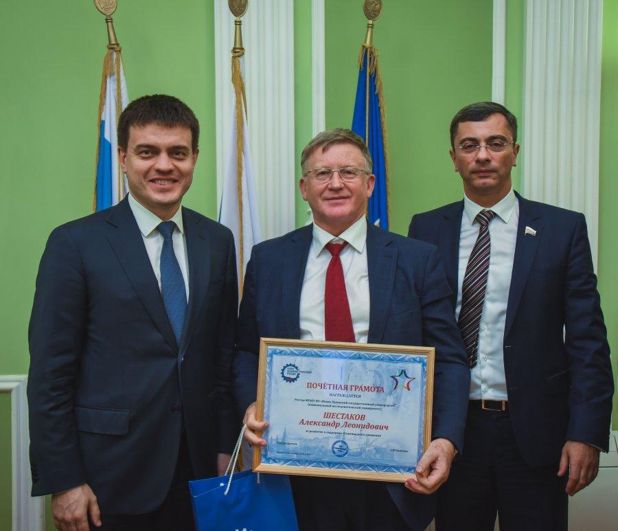 Министр науки и высшего образования РФ наградил ректора ЮУрГУ