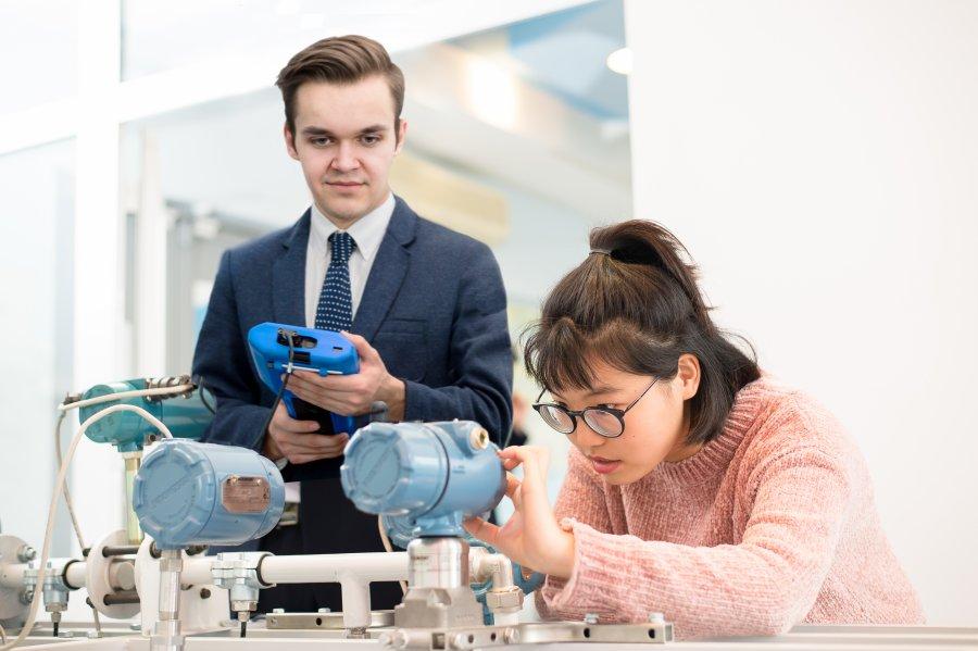 Студенты ЮУрГУ изучают технологии автоматизации в Центре компетенций Emerson