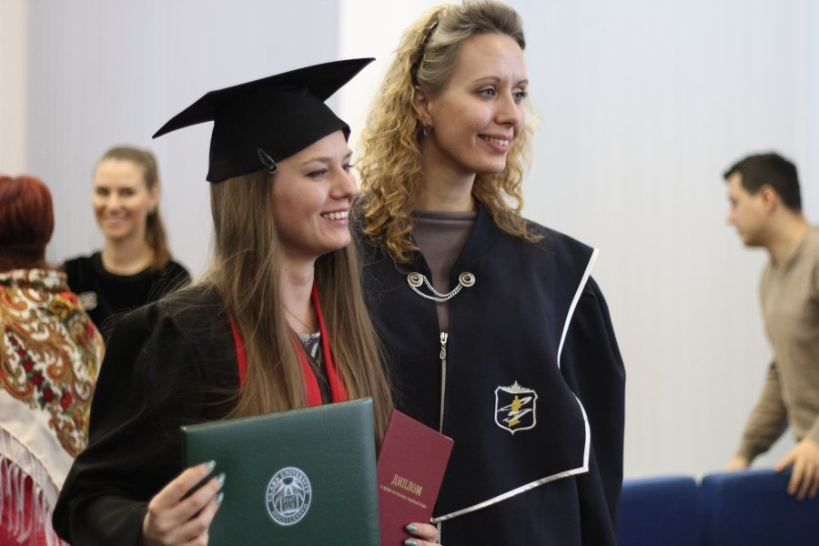 Выпускники совместной программы ЮУрГУ и Университета Кларка  4 декабря 2015 года в ЮУрГУ состоялась торжественная церемония вручения дипломов выпускникам совместной магистерской программы